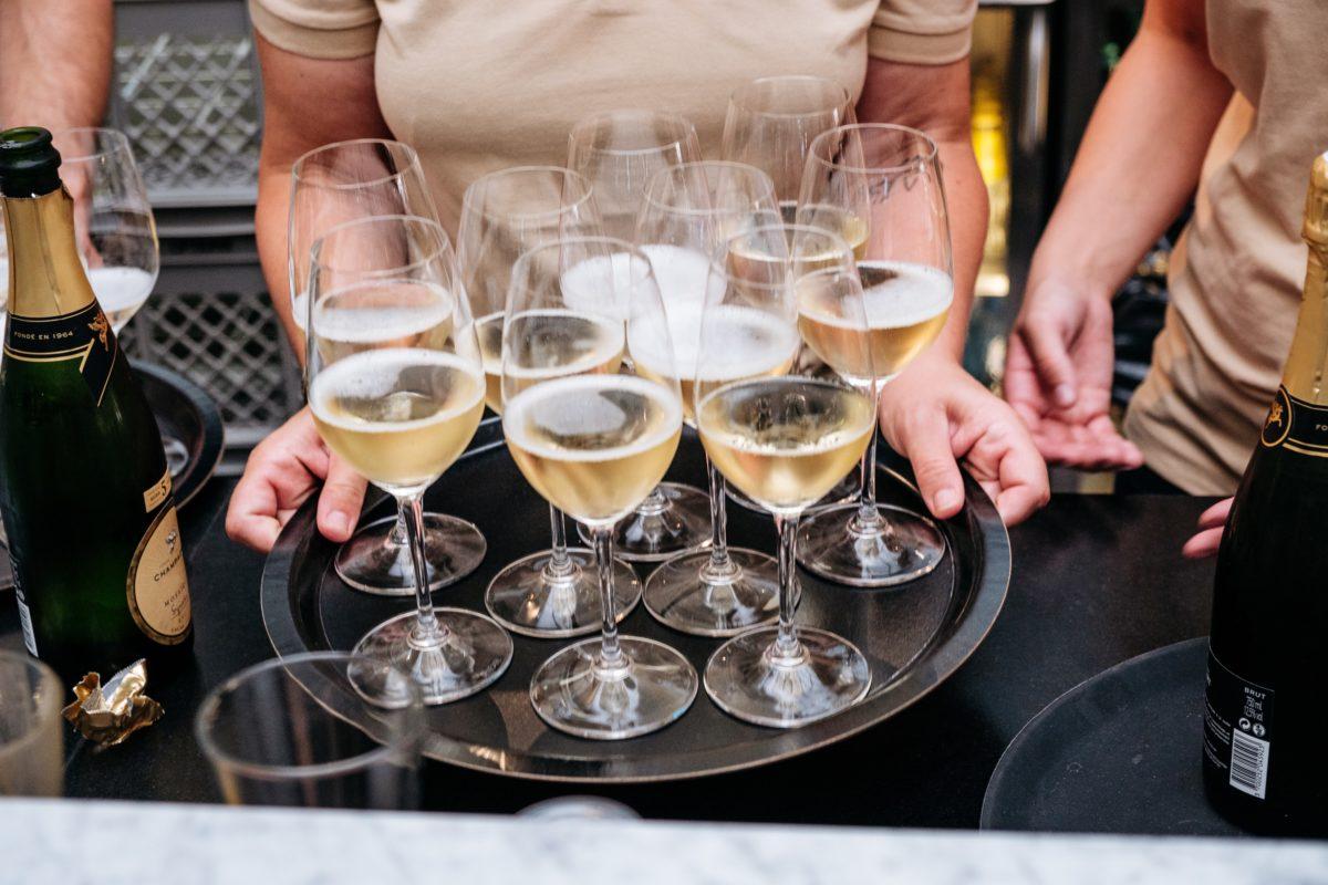 serve wine